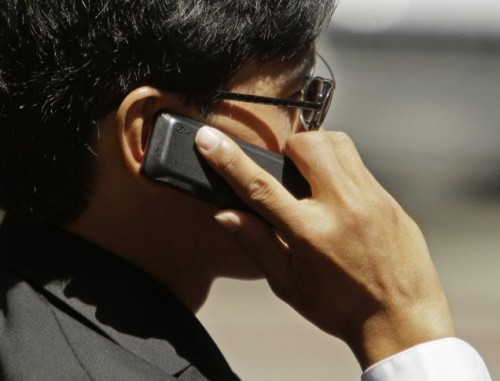 Do Cellphones Cause Cancer? FCC to Reexamine Risks
